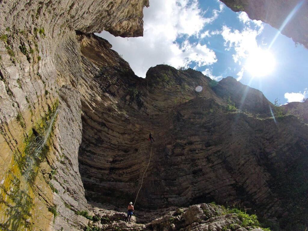 canyoning marche cascata gracchi recovery energy Recovery Energy | Experience Emotions Canyoning Lazio, Abruzzo, Umbria. Escursionismo e Survival 5 posti meravigliosi che puoi vedere solo con il canyoning