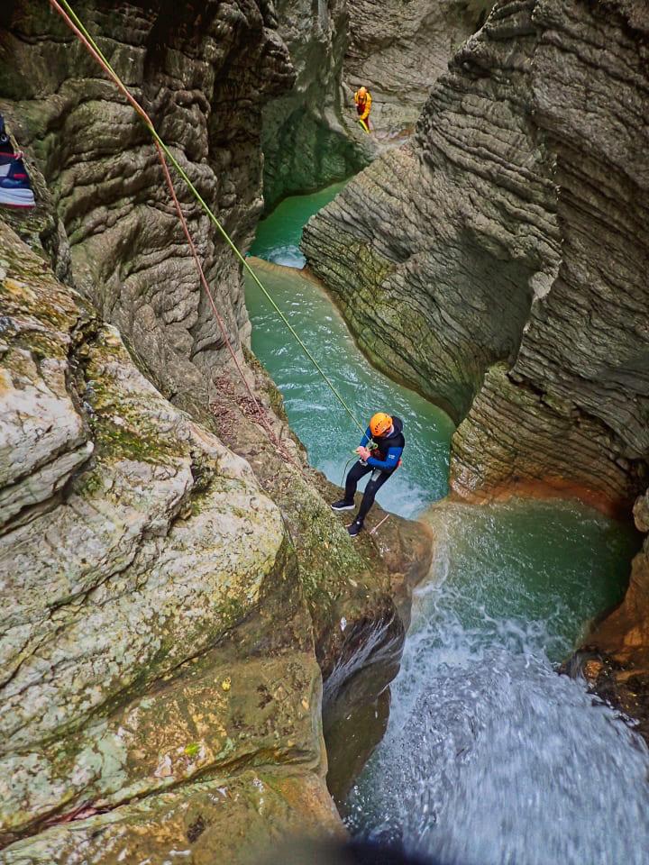 canyoning prodo fosso campione recovery energy 1 Recovery Energy | Experience Emotions Canyoning Lazio, Abruzzo, Umbria. Escursionismo e Survival 5 posti meravigliosi che puoi vedere solo con il canyoning